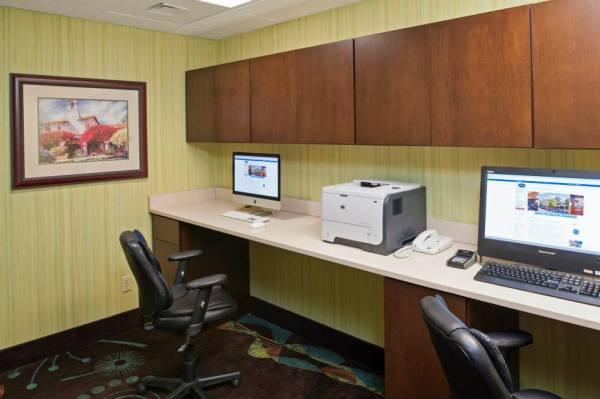 Hampton Inn & Suites Kokomo Business Center