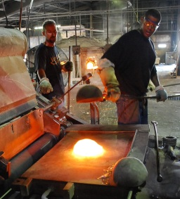 Kokomo Opalescent Glass Factory - Ladlers at the table 2